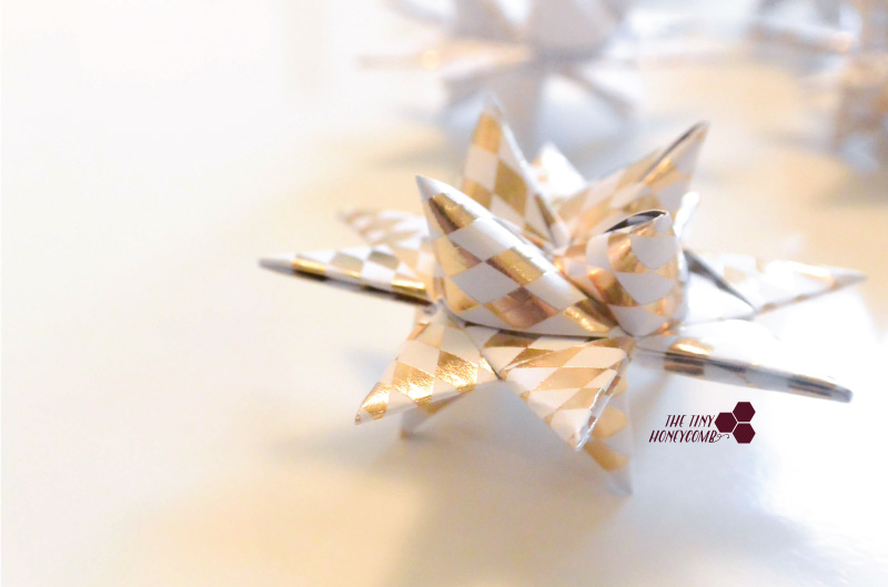 Cute and easy star for christmas - paper folded origami star