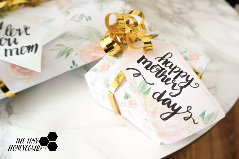 Square gift box for mothers day. Free printables including pillow boxes