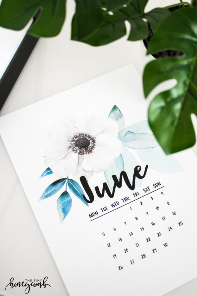 DIY printable calendar. Easy tutorial on how to make your own printable calendar.